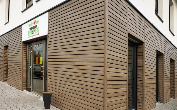 Rhombus-Fassade aus Kunststoff