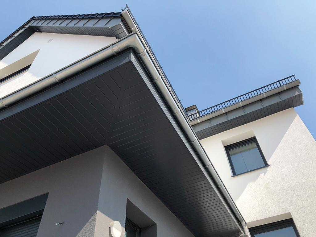 Verlegebeispiel dekodeck Dachüberstand Haus